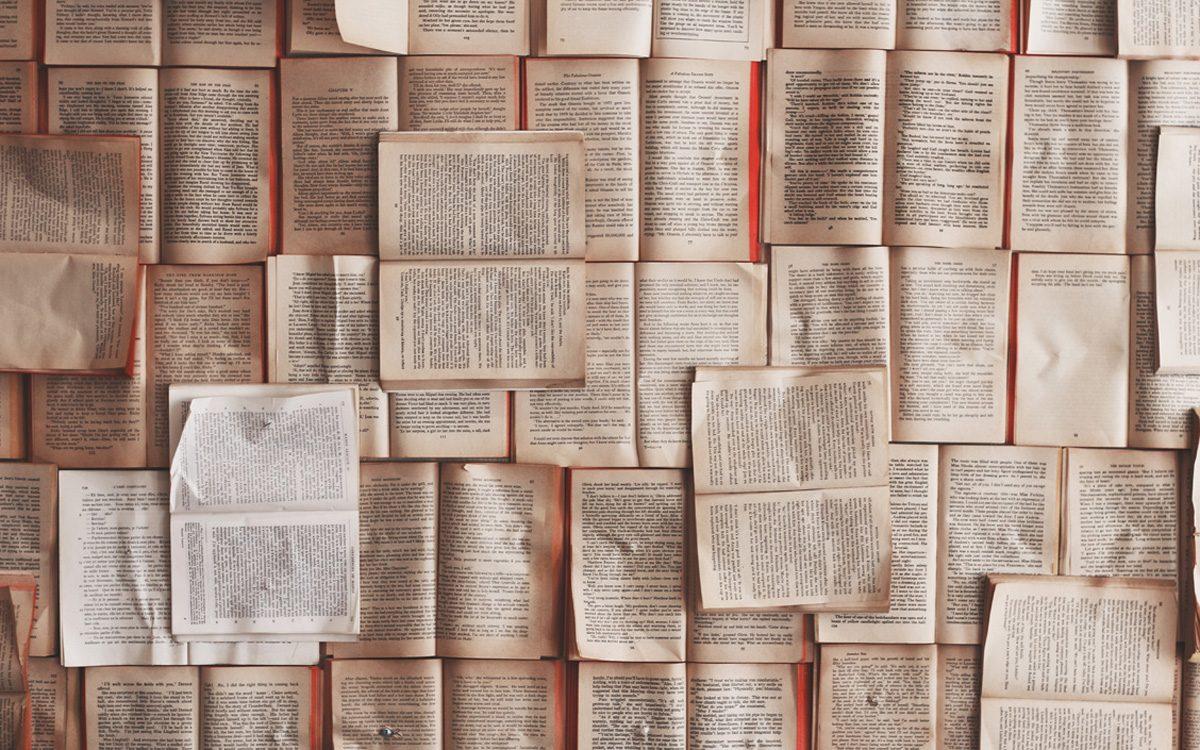 Bibliothek verschenkt Bücher